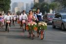 新人骑共享单车结婚