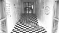 地板凹陷?有个大洞?这条走廊的地面是平的!