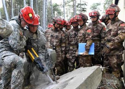 中美两军举行救援减灾实兵演练
