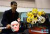 南航研究生展示机器人 配有视觉系统和机械臂
