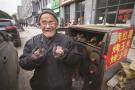 杭州小餐馆每天给门口烤红薯老汉送饭:尽管吃,开饭店吃不垮