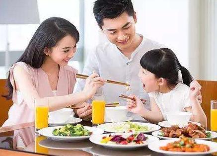 金沙娱乐平台网址:快过年了,请不要喂孩子吃这些食物,一口都不行!