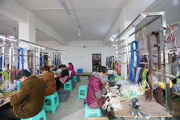 9159澳门游艺:乡村振兴:2017年重庆52.7万农民工返乡创业