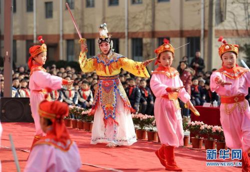 金沙娱乐平台网站:京剧进校园 北京小学生演绎经典唱段