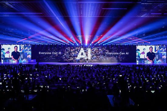 从量产车到芯片,陆奇离职后李彦宏讲起AI