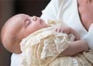 英王妃抱小王子受洗