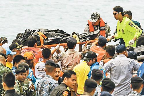 泰国普吉游船倾覆事故:46名遇难者身份确认