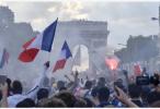 狂欢后冷静:法国人开始清点一晚上砸坏了多少东西