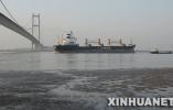 刷新纪录!唐山港引领40万吨级巨轮靠泊