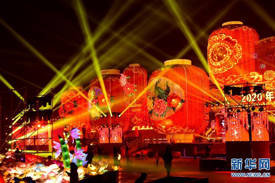 (文化)(4)河南陕州地坑院新年灯会开幕