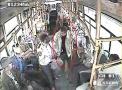 青岛中年男子刷学生卡被识破 骂乘务员半小时