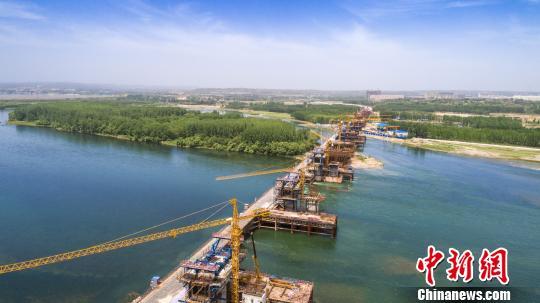 河南首座快速通道黄河桥绿色施工避扰湿地栖鸟