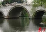 大虹桥惊现清代曹寅题石碑 有助于研究曹雪芹家族与扬州渊源
