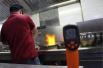 高温下没有空调的厨房 温度超过60℃