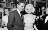 梦露离开人世55年了,你还以为她只是个性感明星吗?