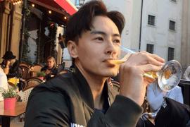 鄭元暢示範紳士品酒 丹麥街頭尋訪美食