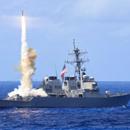 美军驱逐舰与商船碰撞
