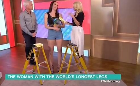 俄女子腿长132厘米获&quot世界第一长腿小姐&quot称号