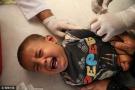 男孩接种疫苗大哭