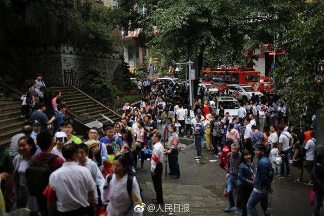 重庆长江索道挤爆 排队2小时坐4分钟