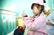 青岛:小朋友职业角色扮演 感知未来梦想