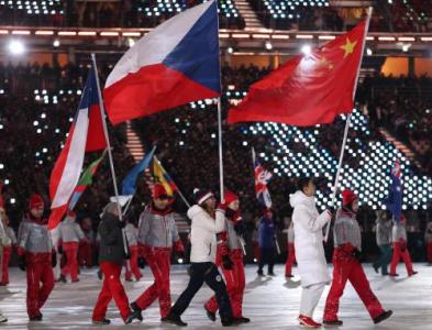 冬奥会闭幕式黑龙江小伙儿武大靖作为中国旗手出场