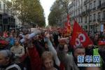 马克龙该怎么接招?法逾10万人罢工示威反改革