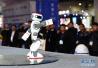 荷航测试登机助理机器人 帮乘客运送手提行李