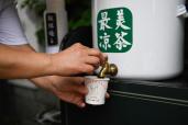 八旬老人连续41年送凉茶