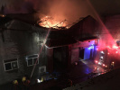南京江心洲一仓库深夜起火!过火面积约 200 平米