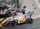 澳门格兰披治大赛车发生严重事故:5人受伤 17岁女车手飞出赛道