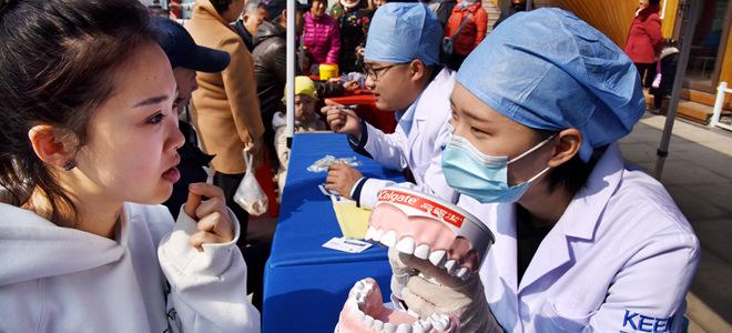青岛:三月学雷锋 社区在行动