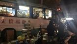 直击盐城爆炸事故救援,深夜献血的民众仍排着长队