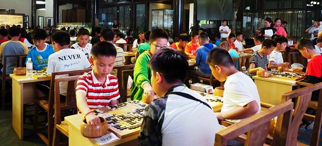 山东即墨:中马小棋手对弈增友谊