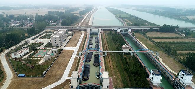 山东枣庄:京杭运河万年闸复线船闸试通航