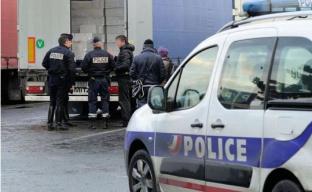 """欧洲边检再次拦下""""死亡货车"""" 车内藏匿31名巴基斯坦人"""