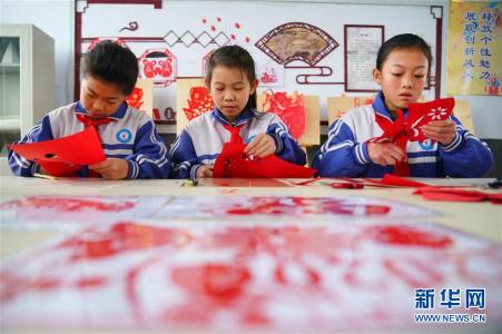 河北邢台:生肖剪纸迎新春