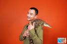 李光洁亲吻鳄鱼写真