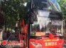 警车开道 旅游观光巴士