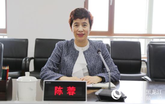 松北区委副书记陈蓉向媒体介绍了松北区近年来创城工作开展情况.