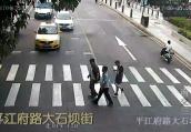 南京交警一个月来共处罚机动车不礼让斑马线8664起