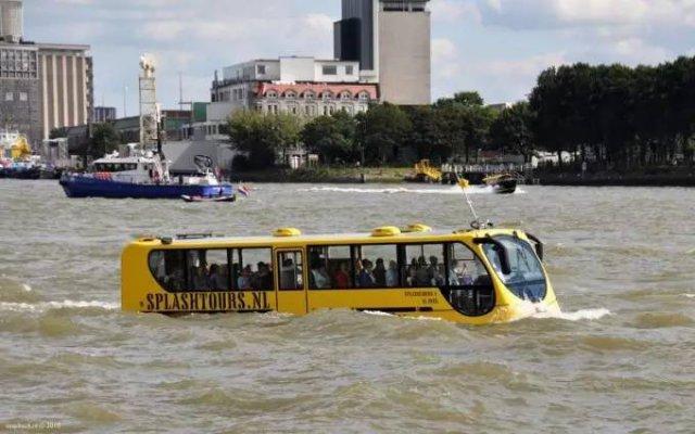 公交也能水陆两用?看看这些奇葩交通工具