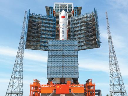 长征五号遥二火箭垂直转运 计划七月初发射