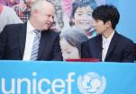 王源被授予青年教育使者 呼吁关注山区儿童教育