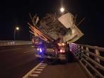 杭甬高速一废品货车抛洒铁钉40多公里,上百辆车集体遭殃