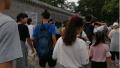 北京夏季旅游有多火爆?看看夜晚的南锣鼓巷就知道!