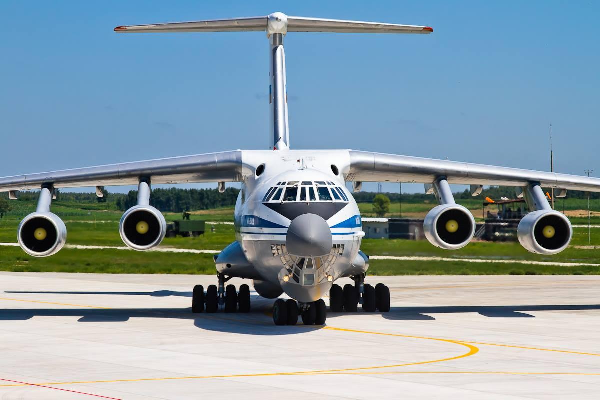 俄轰炸机抵达中国