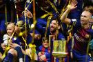 巴萨第30次捧起国王杯 伊涅斯塔进球全场致敬