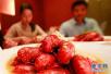 龙虾季订外卖让人不放心 南京十家店半数证照不齐