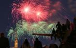 【组图】圣彼得堡燃放烟花纪念卫国战争胜利73周年